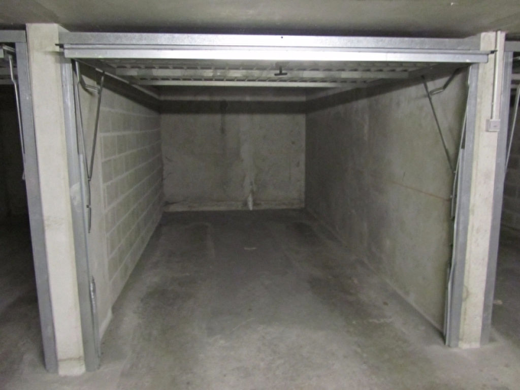 Parkings garages amberieu en bugey baisieux cysoing for Hauteur garage sous sol