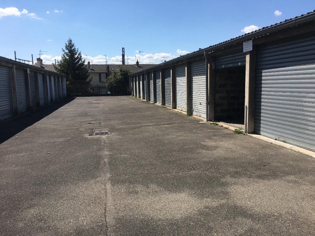 Parking / box  128 route de Vienne  69008 LYON